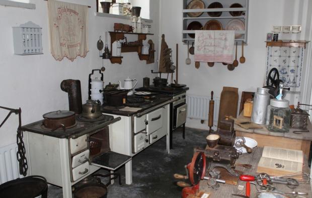 uebernachtung-sleeperoo-schoenwald-museum-kueche