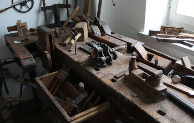 uebernachtung-sleeperoo-schoenwald-museum-werkstatt