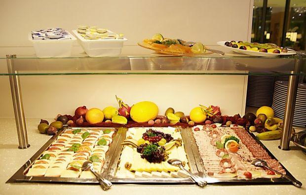 romantik-wochenende-zuerich-buffet