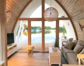 Übernachtung im schwimmenden Seehotel - Parey in schwimmendem Seehotel – inkl. Nutzung: Schwanentretboot, Fahrräder, Sauna