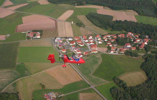 tragschrauber-rundflug-bayreuth-gyrocopter-rot-landblick-2