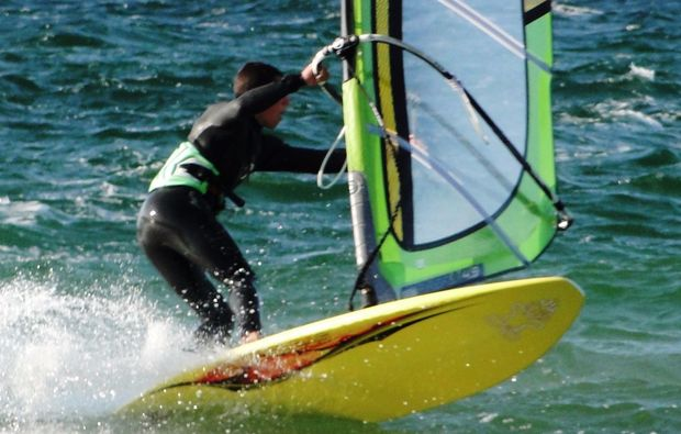 windsurf-kurs-schwedeneck-surendorf-surfbrett