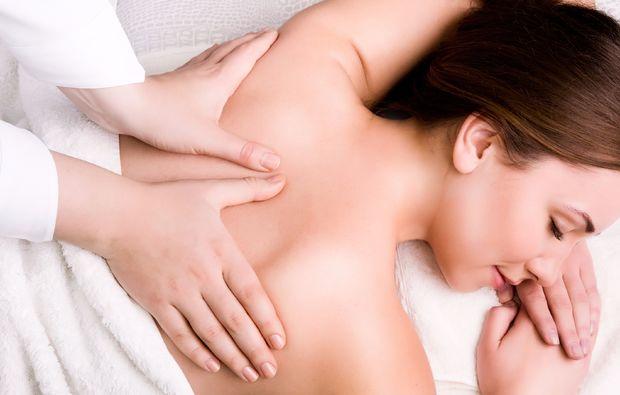 hot-stone-ganzkoerpermassage-eppelheim-rueckenmassage