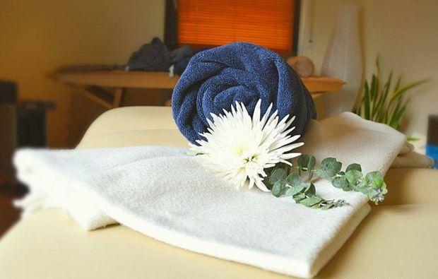 hot-stone-ganzkoerpermassage-eppelheim-wellnesstag