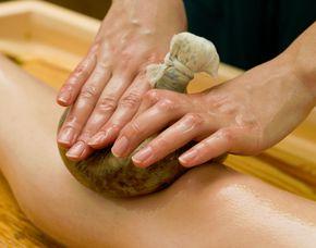 Herbal Stamps Ayurvedische Kräuterstempelmassage - Pinda Sveda - 75 Minuten