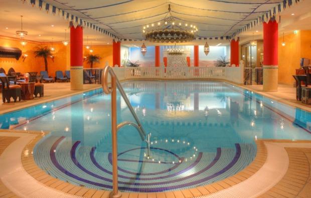 kurzurlaub-meer-seebad-heringsdorf-pool