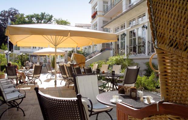 kurzurlaub-meer-seebad-heringsdorf-terrasse