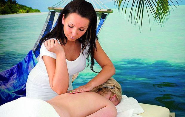 hot-stone-massage-bad-homburg-massieren