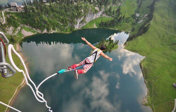 bungee-jumping-interlaken-action