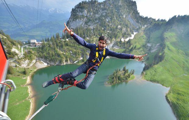 bungee-jumping-interlaken-in-der-natur