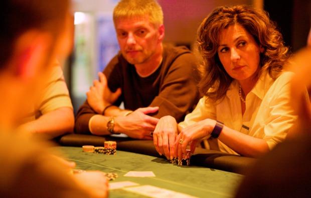 poker-lernen-schnupperkurs-koeln-frau