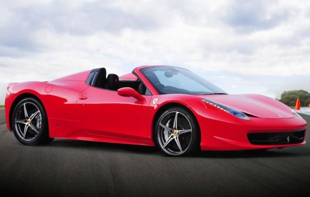 supersportwagen-auf-der-strasse-fahren-dortmund-ferrari-458