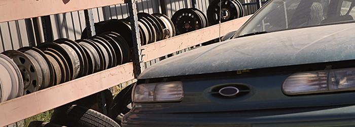 Auto zertrümmern