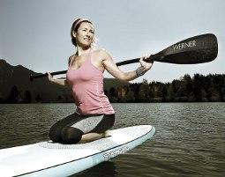 frau-paddel-stand_up_paddling