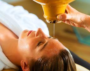 Ayurveda Anwendung Gesichtsmassage, Ganzkörpermassage, Kräuterbad - 120 Minuten