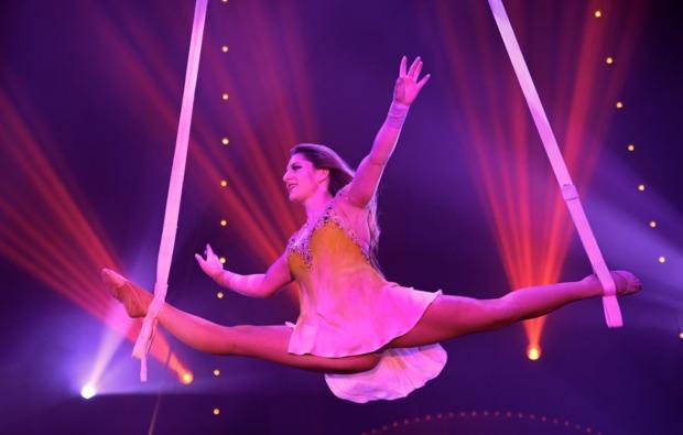 circus-roncalli-ludwigsburg-spagat
