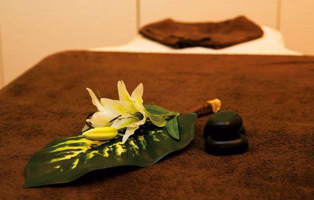 ganzkoerpermassage-hannover-massageliege
