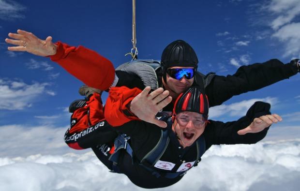 fallschirm-tandemsprung-niederoeblarn-sprung