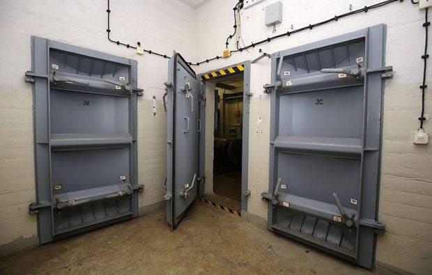 bunkerfuehrung-kolkwitz-bunkertuer