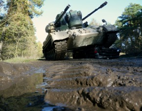 panzer-auto-ueberfahren
