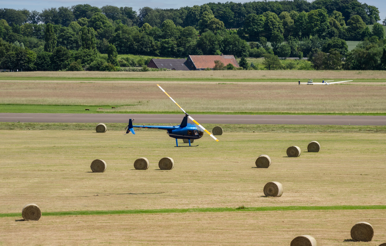 hubschrauber-fliegen-grosspoesna-bg3