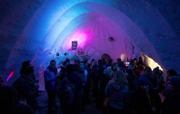 uebernachtung-im-iglu-les-arcs-feiern