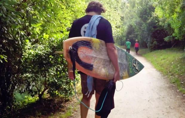 aktivurlaub-im-wasser-aia-surfer