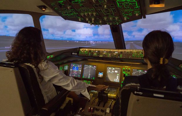 flugsimulator-pilot-fuer-einen-tag-zuerich