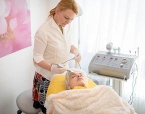 Gesichtsbehandlung Medizinische Gesichtsmassage