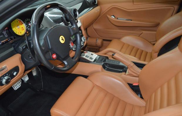 ferrari-599gtb-fahren-duisburg-cockpit