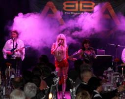 ABBA–Dinnershow - 4-Gänge-Menü - Zum Klinkerhof Zum Klinkerhof - 4-Gänge-Menü, inkl. Begrüßungssekt