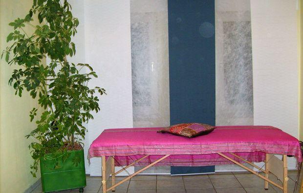 honigmassage-oberhausen-massageliege