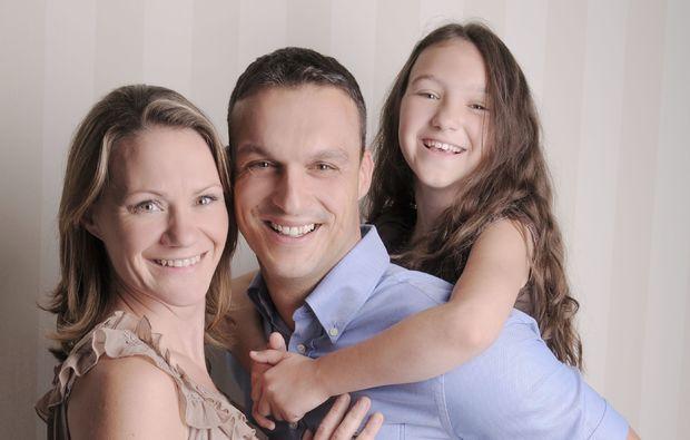 familien-fotoshooting-koblenz-eltern-mit-tochter