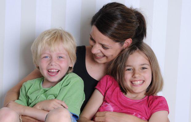 familien-fotoshooting-koblenz-mutter-mit-kindern