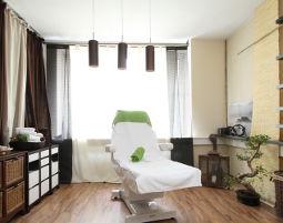 Das Schönheitsprogramm für Sie Gesichtsbehandlung, Fußbad, Gesichts- und Nackenmassage