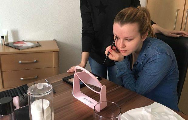 make-up-beratung-hamburg-lid-schminken