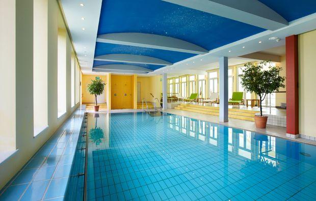 wellnesstag-fuer-zwei-bad-lippspringe-schwimmen