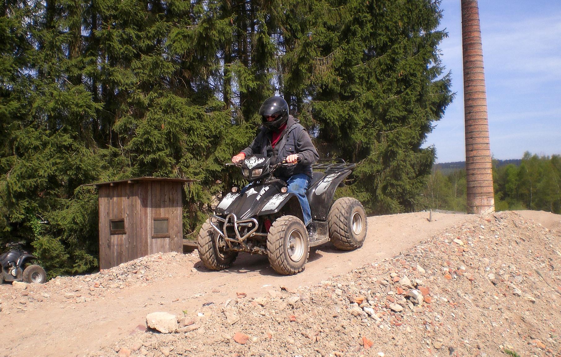 quad-cross-buggy-gelaendewagen-bg1