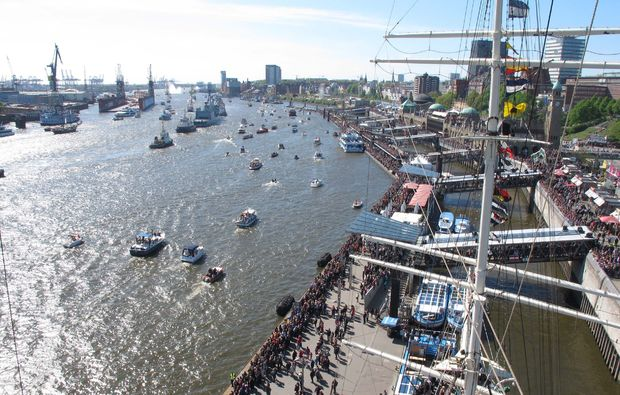 Kletterausrüstung Hamburg Kaufen : Klettern am segelschiff in hamburg verschenken mydays