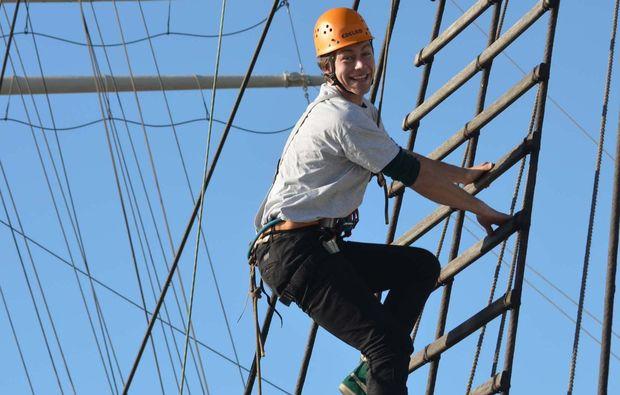 Kletterausrüstung Hamburg : Klettern am segelschiff in hamburg verschenken mydays