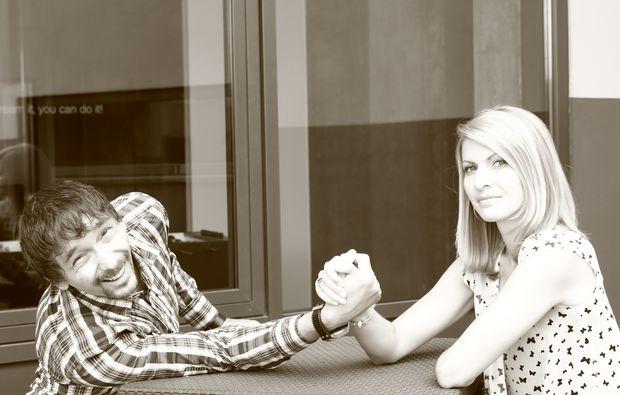 partner-fotoshooting-stuttgart-arm-druecken