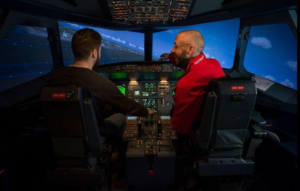 traumtag-fuer-zwei-berlin-flugsimulator-einweisung-airbus320bg4