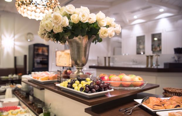 traumtag-fuer-zwei-berlin-hotel-mondial-buffet-fruehstueckbg9