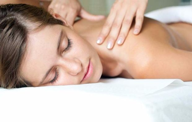 hot-stone-massage-bremen-masseur