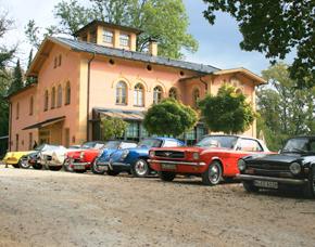 Oldtimer Tagesrallye für Zwei - Alfa Romeo Giulia Spider, Austin Healey 3000 MK I, Ford Mustang V8 Cabrio, Mercedes Benz 190 SL, Mercedes Benz 230 SL, Porsche 356 B Coupe, Porsche 550 Spyder Replica, Oldtimer Tagesrallye für Zwei, Auswahl zwischen 8 attraktiven Modellen - 9 Stunden