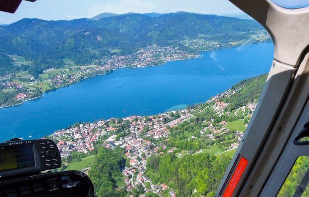 hubschrauber-rundflug-konstanz-ueber-dem-fluss