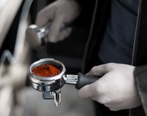 Barista-Muenchen-Kaffeepulver