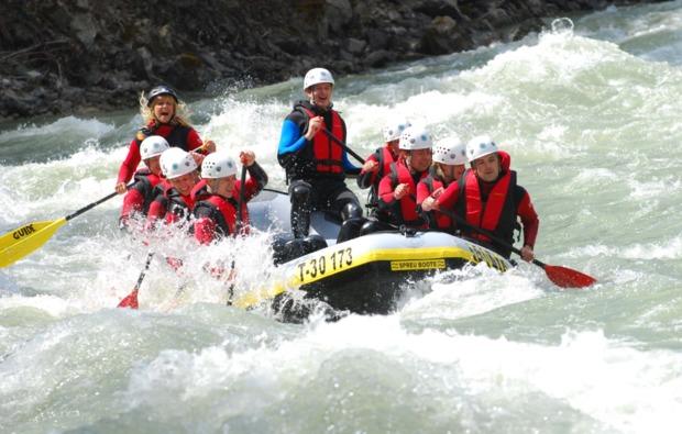 abenteuer-wochenende-sautens-tirol-rafting