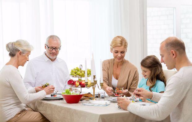 familien-fotoshooting-regensburg-tisch