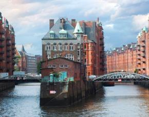 Hamburg_GYG Stadtführung+GYG Schiffsrundfahrt+GYG Candle-Light-Dinner Altstadtrundgang, Hafenrundfahrt & Candle-Light-Dinner